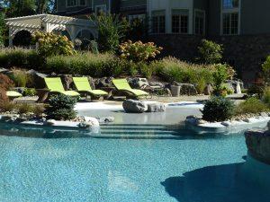 rin-robyn-pool